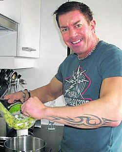 Serge Van Camp pakt uit met een originele combinatie van pasta en ansjovis. cdb