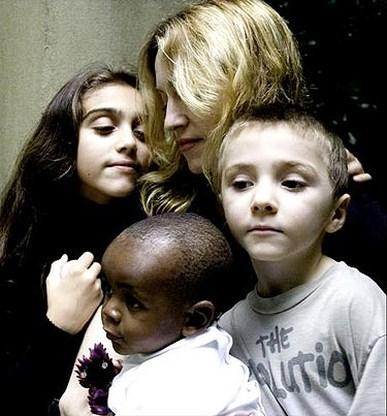 Madonna trekt naar Malawi voor familiehereniging