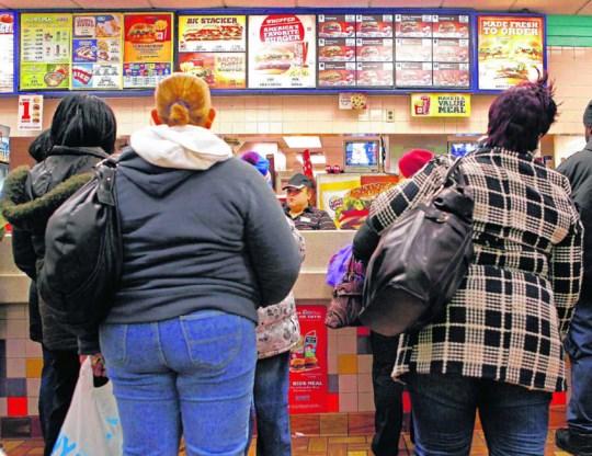 'Armen in New York worden gedwongen om slecht te eten', zegt professor Nicholas Freudenberg. Oost- en Centraal-Harlem hebben gemiddeld 24 fastfoodrestaurants per 100.000 inwoners. De chique Upper East Side heeft er 8 per 100.000 inwoners. Finbarr O'Reilly