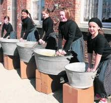 Ook deze jonge bakkers zetten hun tanden in de viering van 800 jaar Herentals. Louis Verbraeken