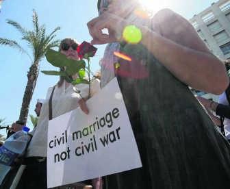 In Libanon bestaat geen burgerlijk huwelijk, alleen een religieus. rtr