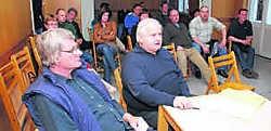Voor de informatiesessie in het oud-gemeentehuis van Baasrode kwamen zo'n twintig mensen opdagen. hdr