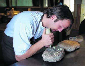 'De manier waarop René Redzepi met alleen maar Scandinavische producten prachtige gerechten tovert, is fenomenaal.' pn