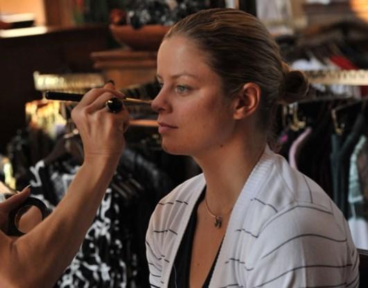 FOTO: Clijsters stelt haar nieuwe outfits voor