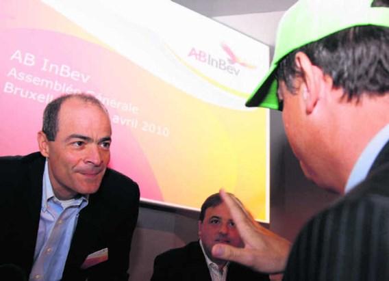 ABInbevs grootverdiener Carlos Brito (links) is benieuwd wat 'groene pet' Erik Geenen op zijn aandeelhoudersvergadering komt aankaarten. Lang moet hij niet wachten: de bonuskwestie.Virginia Mayo/ap