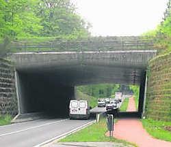 De brug over de drukke Naamsesteenweg in Oud-Heverlee biedt dieren - en ruiters - een veilige oversteekplaats. stl
