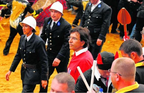 Elio Di Rupo was gisteren in zijn thuisstad aanwezig op het folkloristische feest 'Ducasse van Bergen'.John Thys/blg
