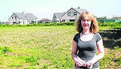 Schepen Nicole Van Duyse voor de 3,8 hectare bouwgrond op Bosdorp. sls