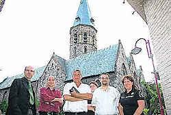 Guido Van de Veire (midden) poseert met zijn nieuwe partijgenoten. Chris Thienpondt