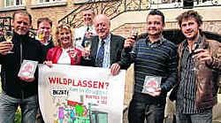 De stad stelde de campagne tegen wildplassers voor en reikte Café+ labels uit. mvn