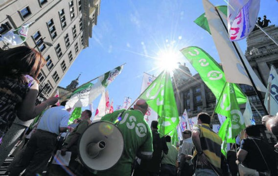 In Madrid werd er gisteren betoogd tegen de besparingsplannen van de regering.Dominique Faget/afp
