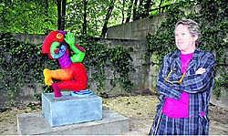 Het kunstwerk 'Leaf from umbrella tree' van Clemens Briels kreeg een plek in het Burgemeesterspark. kvh