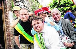Gisje (met sjerp) is de nieuwe burgemeester van De Kluis. Tweede werd Tom Emmerijckx. yds