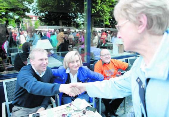 Yves Leterme samen met Hilde Crevits op het terras van hotel Graaf van Vlaanderen in Brugge. 'Ik ben niet zo'n campagnebeest.'Wouter Van Vooren