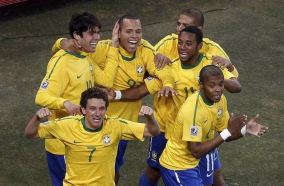 Blunders scheidsrechter overschaduwen winst Brazilië