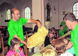 Zaterdagochtend trakteerde pastoor Dominiek Vercruysse de aanwezigen op een stevig ontbijt in de kerk.