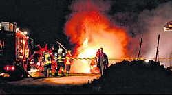 De hooischuur brandde volledig uit. res