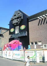In de Hasseltse binnenstad trekt 'Innercoma', de eerste grote solo van de Limburgse kunstenaar Philip Metten, de aandacht.pdp