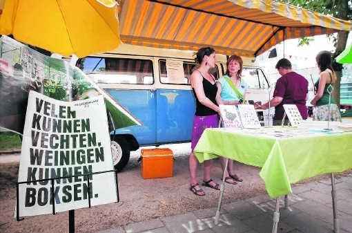 Het VW-busje van Alijn wordt stilaan een vertrouwd gegeven als er in Gent iets te vieren valt. Dominique Dierick