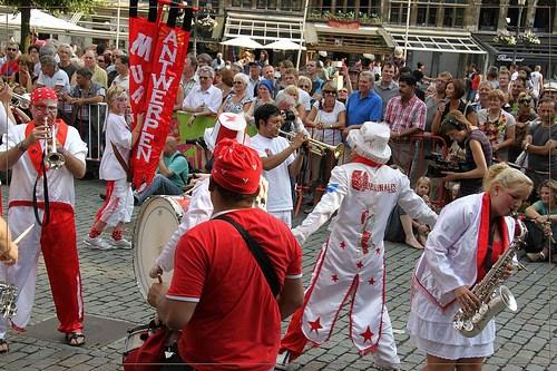 Op de foto: de 'murgueros' van de groep Los Murginales in actie.