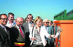 Minister Schauvliege krijgt met een dagkaart toegang tot het nieuwe containerpark in Erpe-Mere.Herman Laneau