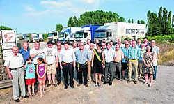 De eerste vrachtwagenparking in West-Vlaanderen werd onder veel belangstelling geopend. Stefaan Beel