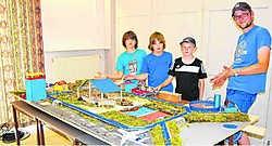 De negentien leerlingen van het zesde leerjaar van de gemeentelijke basisschool in Henis hebben heel de maquette zelf gemaakt.res