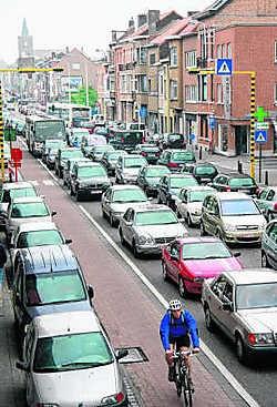 Verkeersinfarct in Leuven: de ergernis is groot. jvc