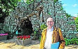Schepen Hugo De Haes bij de Lourdesgrot.Koen Merens