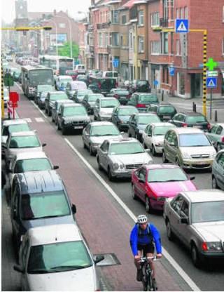 Tegenwoordig staat het verkeer in Leuven op elk uur van de dag wel ergens vast. Johan Van Cutsem