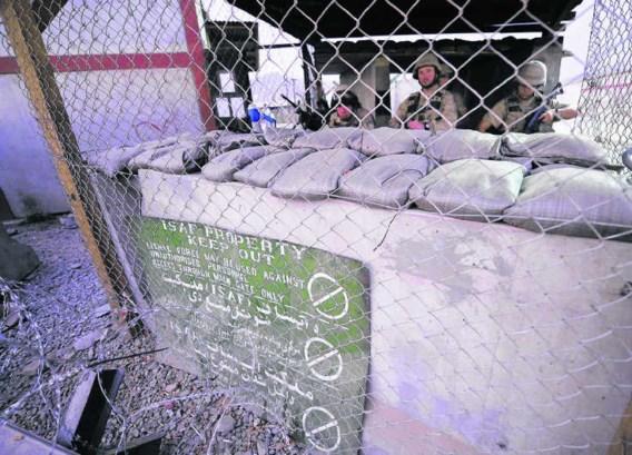 Belgische wachtpost op de luchthaven van Kabul. Eric Lalmand/belga<br>Een voorbeeld van een van de 75.000 verslagen die WikiLeaks op het net zette, met een verwijzing naar Belgische soldaten.<br>Bovenaan staan de vaste velden waarin Amerikaanse soldaten h