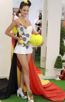 Cilou Annys gaat als tennismeisje naar Miss Universe