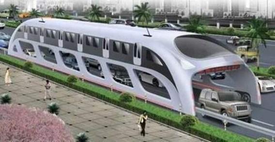 Chinese bus rijdt over de files heen