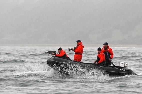 'Macho' Poetin schiet met kruisboog op walvissen