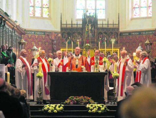 'We zijn een Kerk van zondaars, maar ook van grote heiligen', zei aartsbisschop Léonard tijdens de homilie. 'Die moeten ons tot voorbeeld dienen en inspireren.'Peter Deconinck/photopress