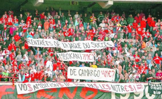 Net nu het supportersprotest in Luik eens ordelijk en gedisciplineerd op gang kwam, konden de spelers het niet smaken.Michel Krakowski/belga