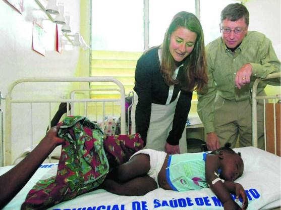 Bill en Melinda Gates op ziekenbezoek in een hospitaal in Manhica, Mozambique.photo news