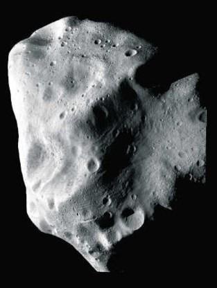 De planetoïde Lutetia, in juli gekiekt door de passerende Europese ruimtesonde Rosetta. epa