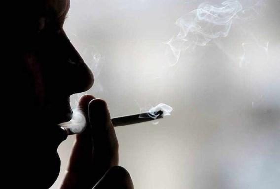Tabaksverkoop stijgt, aantal rokers neemt af