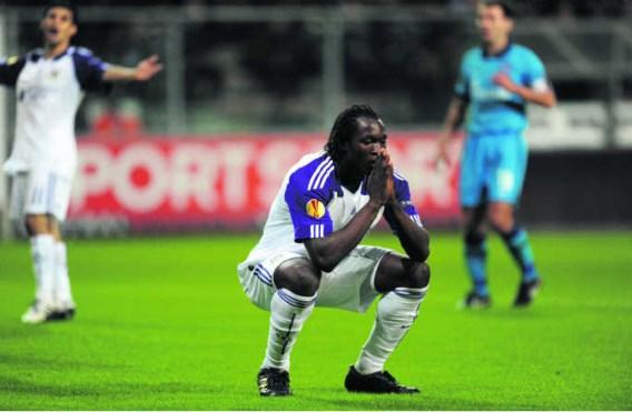 Romelu Lukaku bezint, Boussoufa vloekt op de achtergrond. Zenit bleek te sterk voor paars-wit.Jimmy Bolcina/photo news