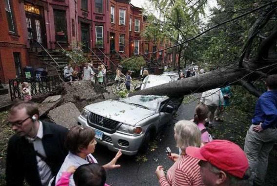 Zware storm raast over New York tijdens avondspits