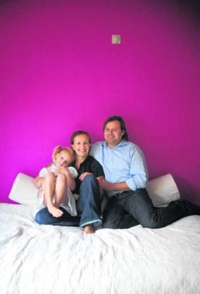 Isabel Goethals, Gary Gilmartin en hun dochter Kato. Katrijn Van Giel
