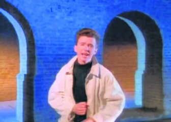 De 4Channers bedachten 'Rickrolling': vrienden in de val lokken door <br>ze op een link te laten klikken die leidt naar de Youtube-clip van de <br>jarentachtighit 'Never gonna give you up' van Rick Astley. Resultaat: <br>40 miljoen hits voor de clip. rr