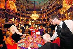 Een diner voor mecenassen in de Muntbracht onlangs 227.000 euro op. Ivan Put