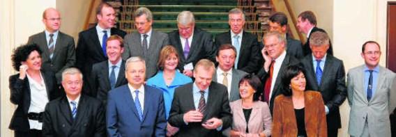Er wordt gedacht aan een regering met slechts tien ministers. belga