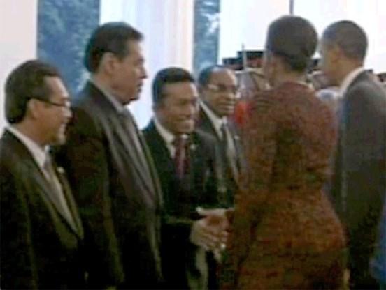 Handdruk Michelle Obama veroorzaakt opschudding in Indonesië