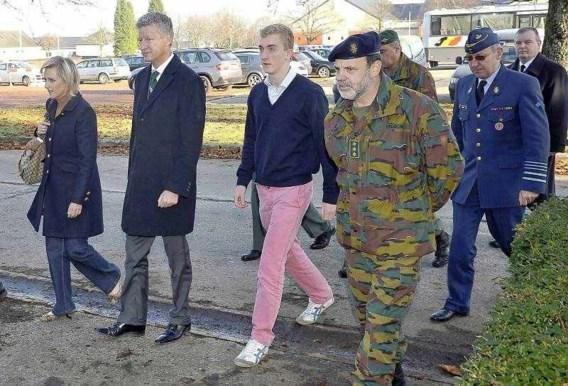 FOTO: Prins Joachim met roze broek naar het leger