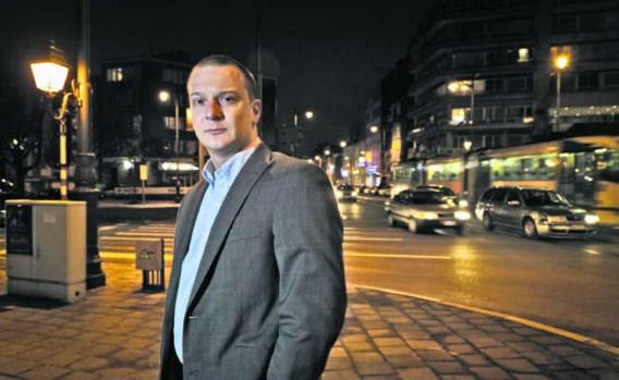 Bart Debie kwam in 2003 al eens in opspraak na een gewelddadig verhoor van vijf Turkse arrestanten. Bart Dewaele