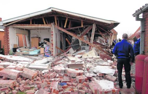 Zelfs de brandweermannen waren verbaasd over de ravage die de ontploffing van het huis heeft veroorzaakt. Michel Vanneuville