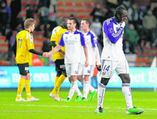 Romelu Lukaku druipt ontgoocheld af na het kansarme 0-0-gelijkspel van Anderlecht tegen Lokeren. bruno fahy/belga